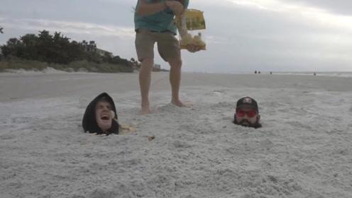 去沙滩玩时,不要把身体埋入沙子里,否则后果很严重!