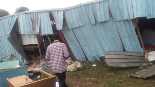 肯尼亚首都一学校二层楼倒塌已致7人死亡 还有数十学生被困废墟