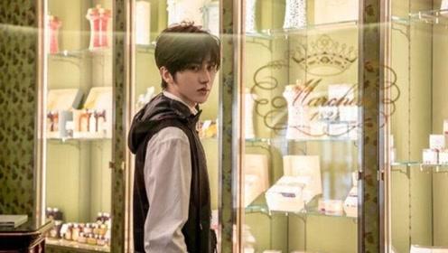 蔡徐坤的穿搭一般人学不来 儒雅气质宛若贵公子,肉眼可见的帅气