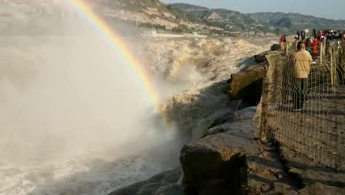 壶口瀑布今天上午出现彩虹,游客称太美了