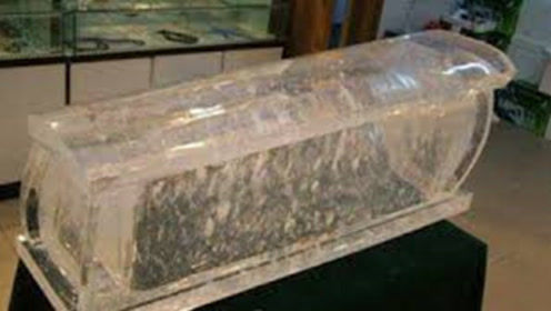 黄河淤泥挖出透明棺材,接近他的人都发出惨叫,专家都无法解释