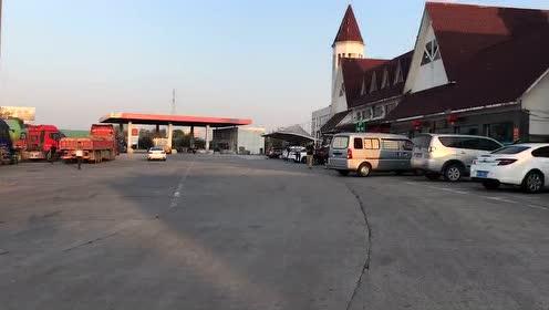 黄梅服务区南区出省方向的广场