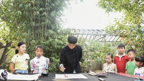 河南一个村最初只有六户,现在每家靠画画致富  最大年龄近百岁