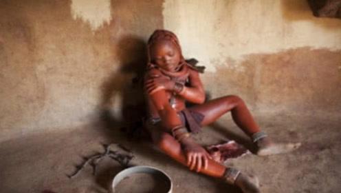 """世界公认最""""脏""""女人,从出生就不洗澡,一辈子都在往身上涂泥巴"""