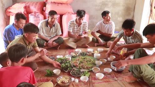 越南农家牛杂料理!这顿饭虽然不算贵,但足够黑暗系!