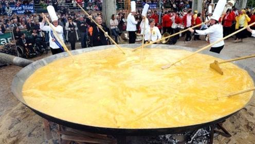 50名厨师一起煎蛋,用上了5200枚鸡蛋,打破世界纪录!
