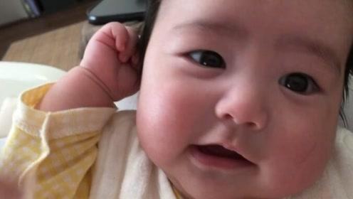 笑是智商高表现?3个月的宝宝笑成这样,长大肯定不笨