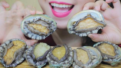 新鲜的鲍鱼怎么吃?韩国人一口一个,看得人口水直流!