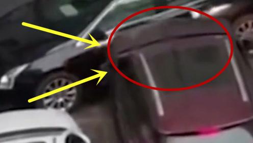 女司机爱车被包围,但是却丝毫不慌,坐上车直接油门踩到底!
