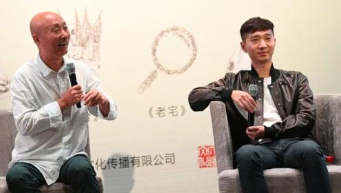 65岁陈佩斯胡鬓花白罕见现身 儿子陈大愚撞脸父亲似翻版