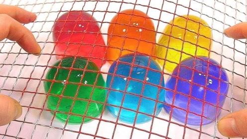 铁丝网切果冻见过吗?老外创意制作,网友:原来果冻是用来玩的!