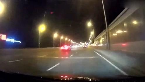 大众高尔夫R与奔驰A45夜晚跑街!