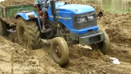 这么深的泥坑都能过来,一看就是老司机,技术刚刚的!