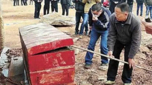 工地挖出9岁女孩红棺,刻着开棺即死,专家炸开后发现奥秘!
