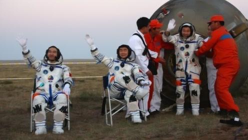 宇航员落地后,为什么要一直坐在椅子上?这究竟是怎么一回事儿?