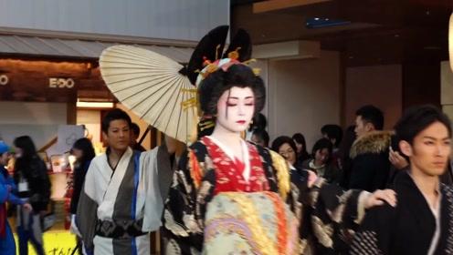 在日本街头看到这种美女,千万不要随意拍照,不然会很麻烦