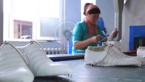 实拍国外皮鞋工厂生产线,网友:这水平比我们温州皮鞋差远了