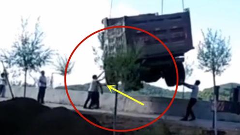 这样的意外,要不是视频拍下谁会相信!当场悲剧了