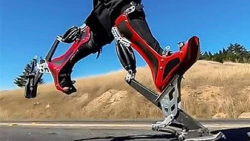 老外发明鸵鸟鞋,时速40公里,穿上跑的比汽车还快!