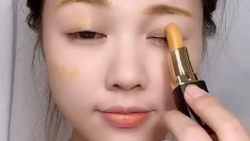 挑战一支金黄色的口红,这个妆看起来好梦幻的感觉