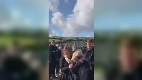 爱尔兰小哥给自己葬礼准备搞笑录音 网友:笑着笑着,就哭了