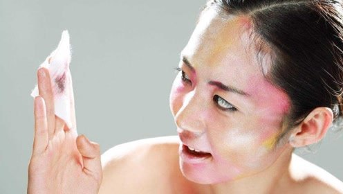 韩国女子2年都不卸妆,卸妆后像40岁大妈,医生都崩溃了!