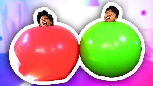 老外和朋友钻入气球,没想到气球泄气秒变小矮人,网友:太皮了!