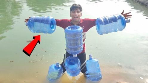 水桶能代替泳圈来游泳?印度小伙身上绑6个实验,看完忍不住想笑