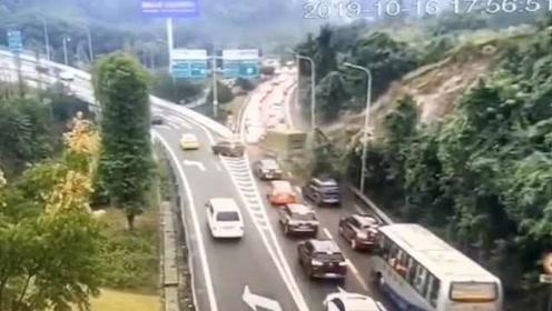 下班高峰!重庆内环高速旁发生滑坡,交通堵塞无伤亡