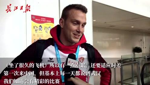 """来了来了,瑞士代表团小哥哥们喊话""""你好武汉""""!"""