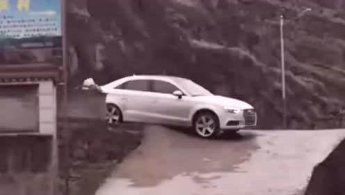 一看就是女司机!网友:你不是在开车,你是在开玩笑