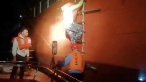 6名海钓者出海遇险深夜求救:间隔时间闪烁灯光发送定位
