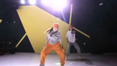 谁说胖女孩不能跳《尬舞》,看到这俩位美女我服了!