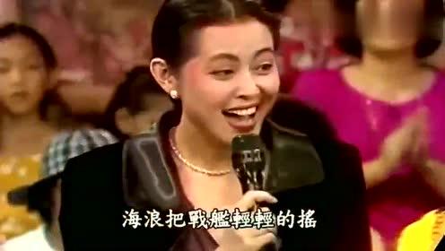 倪萍早期与费玉清张菲合唱《军港之夜》,那时的倪萍,相貌太美了