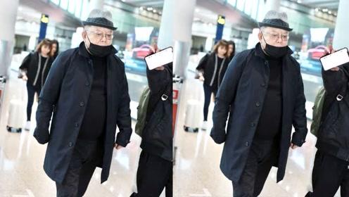 71岁王刚戴毛呢帽略显小 装扮休闲低调依旧有大佬范儿
