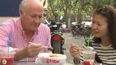 英国米其林大厨到上海,被一碗肥肠面征服,这味道绝对正宗!