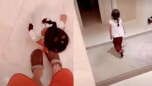 女儿安安亲自蹲下为陈赫穿鞋,陈赫:这是良心发现了吗?