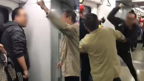 两男子在北京地铁6号线列车上互殴 警方:已相互道歉