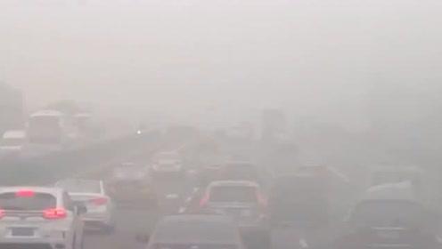 北京大雾黄色预警生效中 明起冷空气登场