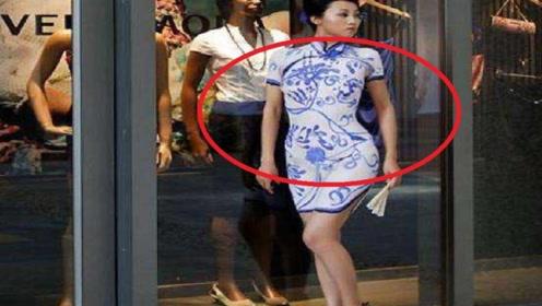 """美女给自己""""画""""了件旗袍,大摇大摆走上街,周围人的表情亮了"""