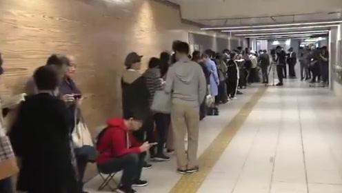 大阪地铁发售天皇即位纪念票 大批市民清早排长队购买