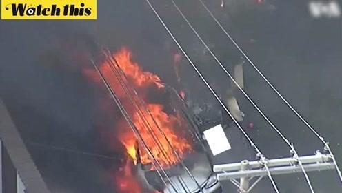 巴西一飞机坠毁冲进住宅区 现场车辆爆炸着火浓烟弥漫