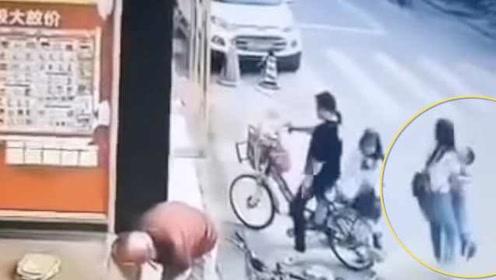 警方通报4岁男童街头突然被抱走:亲妈带走,夫妻争夺抚养权