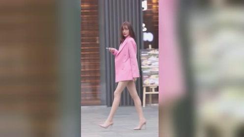时尚街拍:美女小姐姐精致时尚又可爱,就是看着不怎么聪明的样子