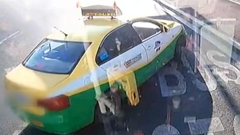 公交被出租拦截!乘客怂恿公交司机怼出租 两司机均被刑拘