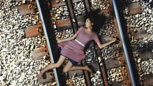 女儿替父亲偿还高额债务,却被逼死在火车轨道上,一部冷门犯罪片