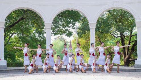 妙曼女子展现古典拉丁舞,修长美腿与旗袍展现中国魂!
