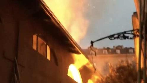 280年历史!意大利世界遗产建筑遭烧毁,大火持续2小时