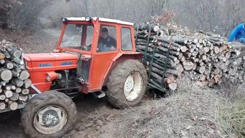 高手在民间啊,拖拉机还能这样装货,真佩服这位司机的脑洞
