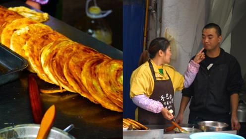 小夫妻卖麻辣肉饼10年,每天5点起床日卖500个,至今恩爱如初